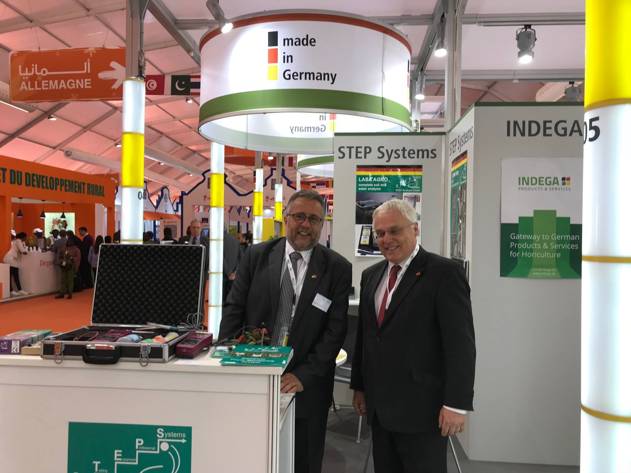 Expert discussion at the German booth between Harald Braungardt, CEO of STEP Systems and Dr. Ing. German Jeub, Ministerial Director in the Federal Ministry of Food and Agriculture