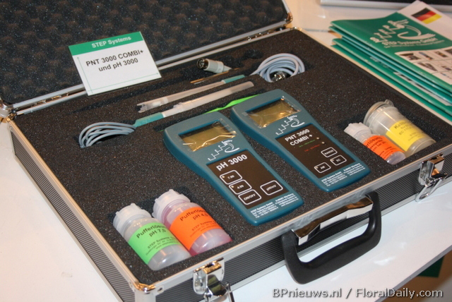 Complete case to measure pH, EC and soil activity