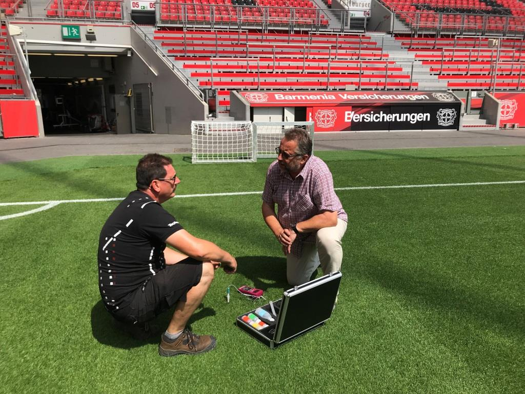 On-site measurement of pH, salinity and soil moisture in the BayArena with Harald Braungardt, STEP Systems, and Georg Schmitz, TecArena